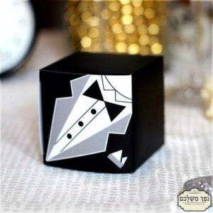 קופסת ריבוע מקסימה עם הדפס חתן - מזכרת לאורחים בבר מצווה