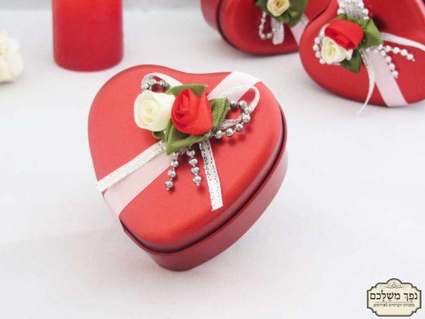 לב מתכת אדום ויוקרתי - מזכרת לאורחים בחתונה מזכרת לאורחים בשבת חתן מזכרת לאורחים בחינה מזכרת לאורחים בבת מצווה מזכרת לאורחים בבר מצווה מזכרת לאורחים בבריתה
