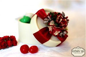 קופסא עגולה ויוקרתית בבורדו - מזכרת לאורחים בחתונה מזכרת לאורחים בשבת חתן מזכרת לאורחים בחינה מתנות לאורחים בחתונה מתנות לאורחים בחינה מתנה לאורחים בחתונה מזכרות לאירועים