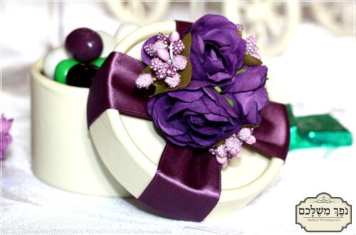 קופסא עגולה ויוקרתית בסגול - מזכרת לאורחים בחתונה מזכרת לאורחים בשבת חתן מזכרת לאורחים בחינה מתנות לאורחים בחתונה מתנות לאורחים בחינה מתנה לאורחים בחתונה מזכרות לאירועים