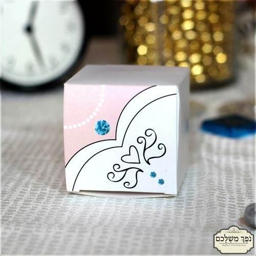 קופסת ריבוע מקסימה עם הדפס שמלת כלה - מזכרת לאורחים בבת מצווה
