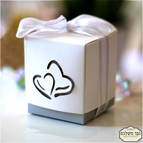 קופסת לבבות מחוברים - מתנות לאורחים בחתונה מתנות לאורחים בחינה מתנות לאורחים בשבת חתן מזכרות לאירועים מזכרות לאורחים בחתונה מזכרת לאורחים בחתונה